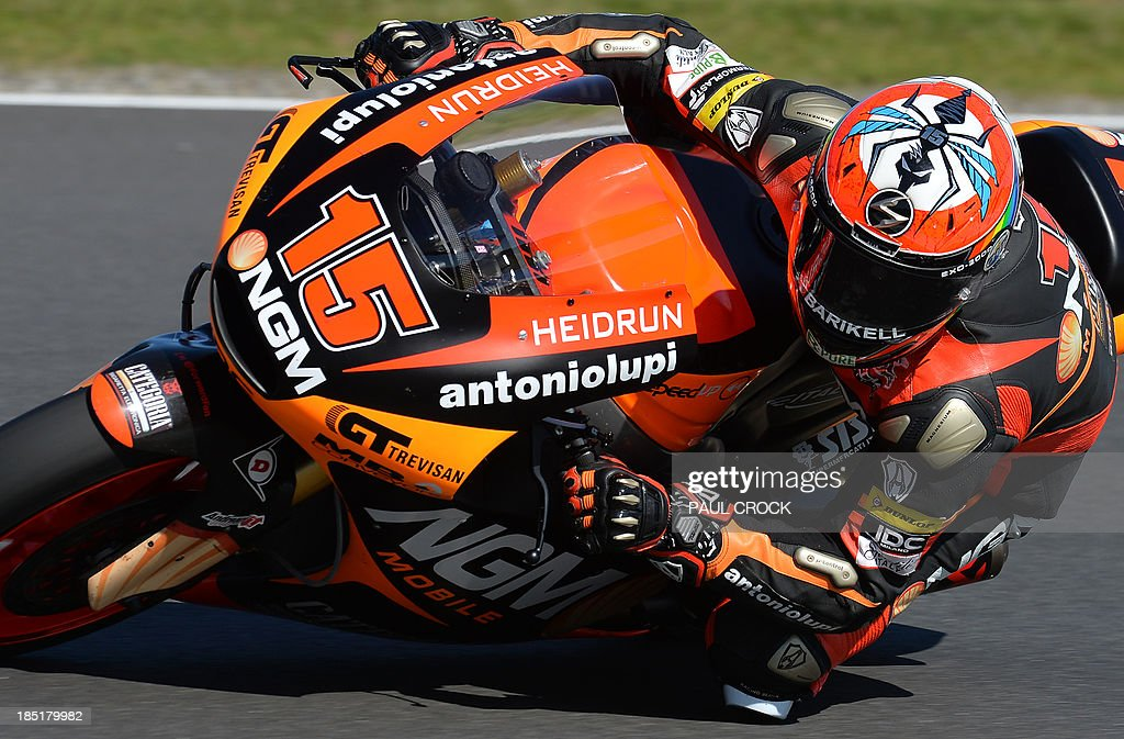 Alex De Angelis of San Marino races his Speed Up through a corner during practice for the Australian Moto2 Grand Prix at Phillip Island on October 18, 2013. AFP PHOTO/Paul Crock USE