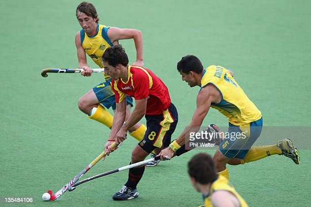 Alex Fabregas of Spain takes the ball upfield during the Champions Trophy Final match between Australia and Spain on day six of the 2011 Men's...