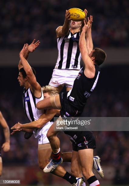 Alex Fasolo of the Magpies marks during the round 21 AFL match between the St Kilda Saints and the Collingwood Magpies at Etihad Stadium on August 12...