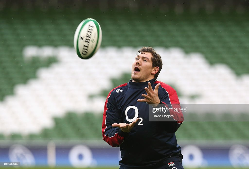 <a gi-track='captionPersonalityLinkClicked' href=/galleries/search?phrase=Alex+Goode&family=editorial&specificpeople=2060375 ng-click='$event.stopPropagation()'>Alex Goode</a> catches the ball during the England captain's run at the Aviva Stadium on February 9, 2013 in Dublin, Ireland.