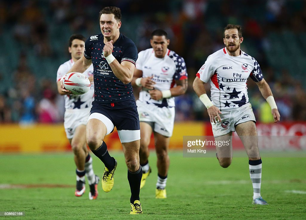Alex Gray of England makes a break during the 2016 Sydney Sevens match between England and USA at Allianz Stadium on February 6, 2016 in Sydney, Australia.