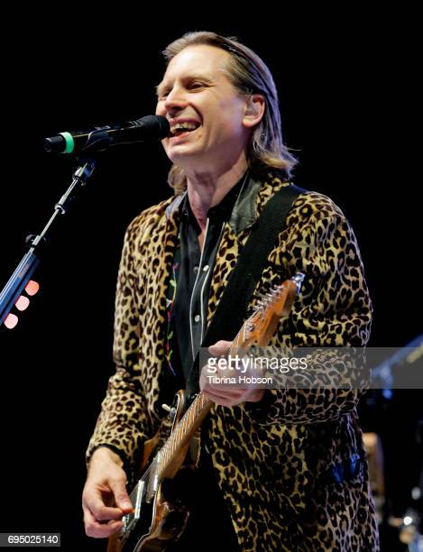 Alex Kapranos of Franz ferdinand perform at the LIVE 105 BFD 2017 music festival at Shoreline Amphitheatre on June 10 2017 in Mountain View California