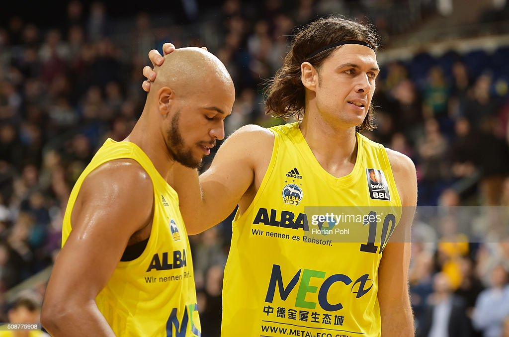 Alex King and Kresimir Loncar of the MHP Riesen Ludwigsburg during the game between Alba Berlin and the MHP Riesen Ludwigsburg on february 6, 2016 in Berlin, Germany.