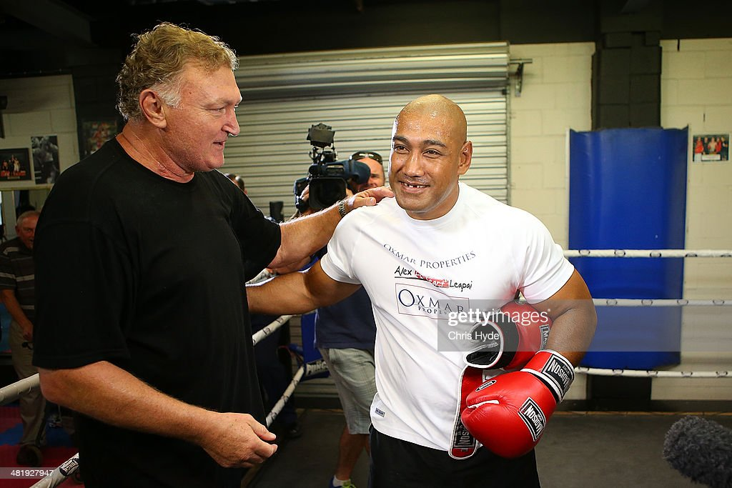 <a gi-track='captionPersonalityLinkClicked' href=/galleries/search?phrase=Alex+Leapai&family=editorial&specificpeople=7461038 ng-click='$event.stopPropagation()'>Alex Leapai</a> of Australia talks to former heavyweight <a gi-track='captionPersonalityLinkClicked' href=/galleries/search?phrase=Joe+Bugner&family=editorial&specificpeople=239003 ng-click='$event.stopPropagation()'>Joe Bugner</a> during a media session at PCYC Gym on April 2, 2014 in Gold Coast, Australia. Lepai is in training for his April 26th World Heavyweight title bout in Germany against Wladmir Klitschko.