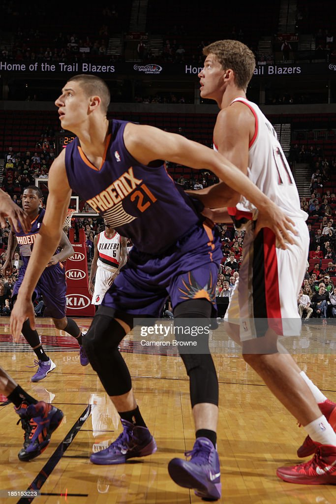 <a gi-track='captionPersonalityLinkClicked' href=/galleries/search?phrase=Alex+Len&family=editorial&specificpeople=8529173 ng-click='$event.stopPropagation()'>Alex Len</a> #21 of the Phoenix Suns boxes out <a gi-track='captionPersonalityLinkClicked' href=/galleries/search?phrase=Meyers+Leonard&family=editorial&specificpeople=6893999 ng-click='$event.stopPropagation()'>Meyers Leonard</a> #11 of the Portland Trail Blazers on October 9, 2013 at the Moda Center Arena in Portland, Oregon.