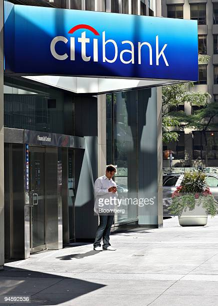Alex Leuka stands outside a Citibank financial center in New York US on Saturday Oct 13 2007 Citigroup Inc is expected to announce earnings on...
