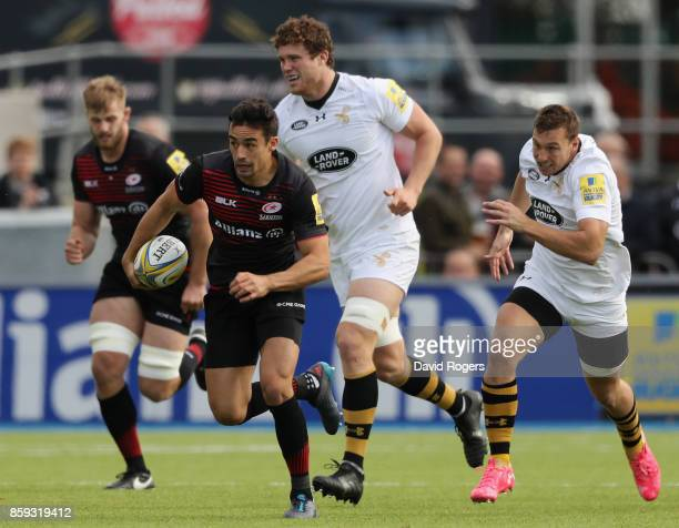 Alex Lozowski of Saracens breaks away with the ball during the Aviva Premiership match between Saracens and Wasps at Allianz Park on October 8 2017...