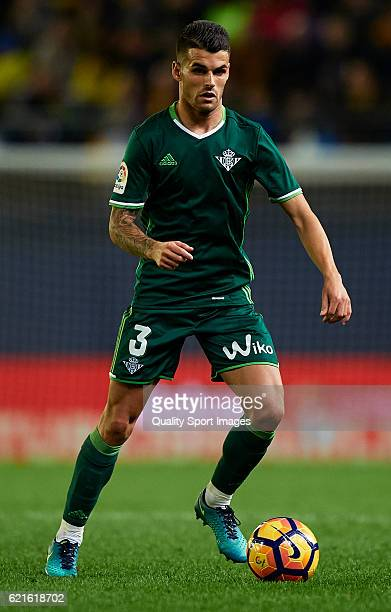 Alex Martinez of Betis runs with the ball during the La Liga match between Villarreal CF and Real Betis at El Madrigal on November 06 2016 in...