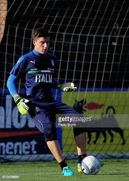 Alex Meret of Italy U21 in action during the Italy U21 training session on October 4 2016 in Rome Italy