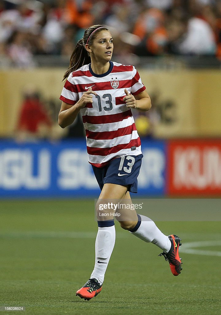 Fort Morgan (CO) United States  city photos : Alex Morgan #13 of Team USA looks for the pass during the game against ...