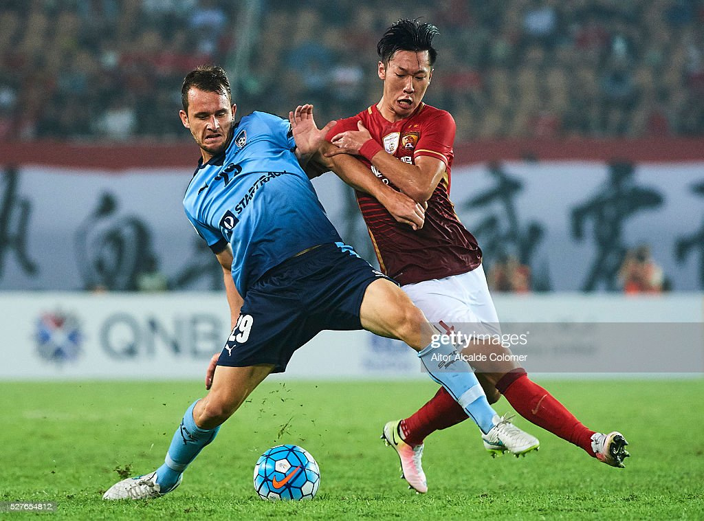 Alex Mullen of Sydney FC (L) competes for the ball with Xu Xin of Guangzhou Evergrande (R) during the AFC Asian Champions League match between Guangzhou Evergrande FC and Sydney FC at Tianhe Stadium on May 3, 2016 in Guangzhou, China.