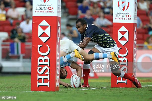 Alex Muller of Argentina scores a try against Japan during the HSBC Singapore Sevens the eighth round of the HSBC Sevens World Series at National...