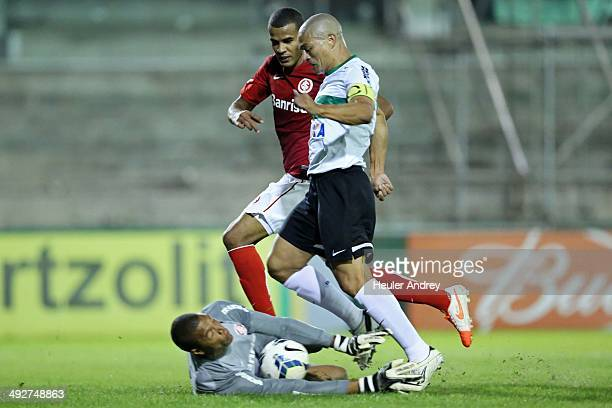 Alex of Coritiba competes for the ball with Dida of Internacional during the match between Coritiba and Internacional for the Brazilian Series A 2014...