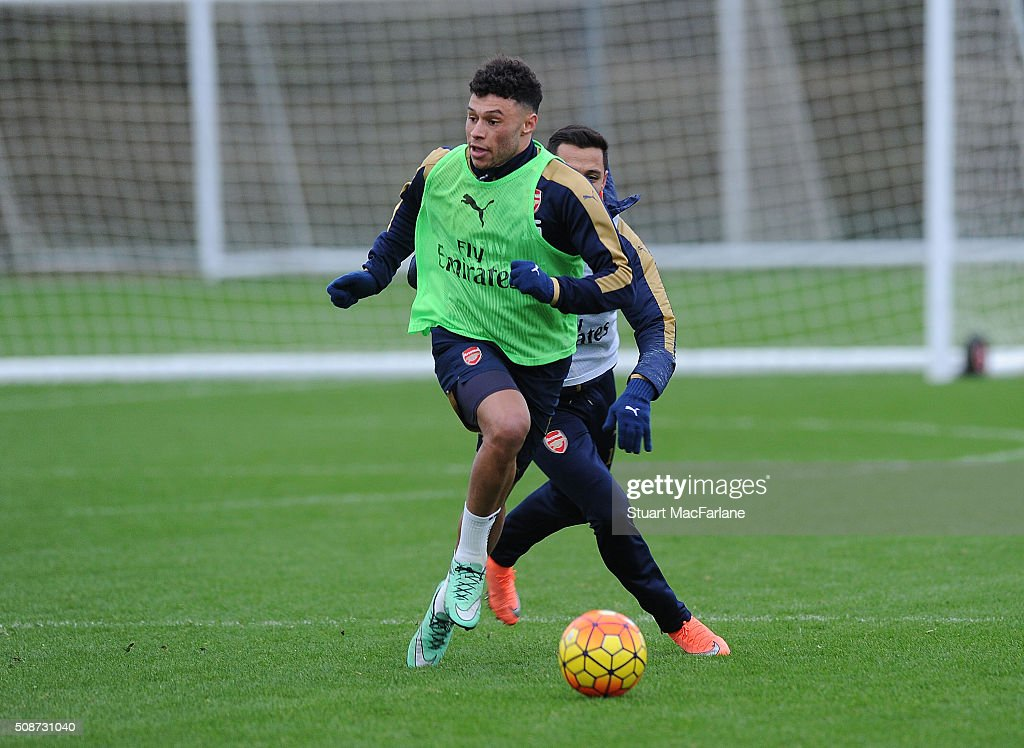 <a gi-track='captionPersonalityLinkClicked' href=/galleries/search?phrase=Alex+Oxlade-Chamberlain&family=editorial&specificpeople=7191518 ng-click='$event.stopPropagation()'>Alex Oxlade-Chamberlain</a> and <a gi-track='captionPersonalityLinkClicked' href=/galleries/search?phrase=Alexis+Sanchez&family=editorial&specificpeople=5515162 ng-click='$event.stopPropagation()'>Alexis Sanchez</a> of Arsenal during a training session at London Colney on February 6, 2016 in St Albans, England.
