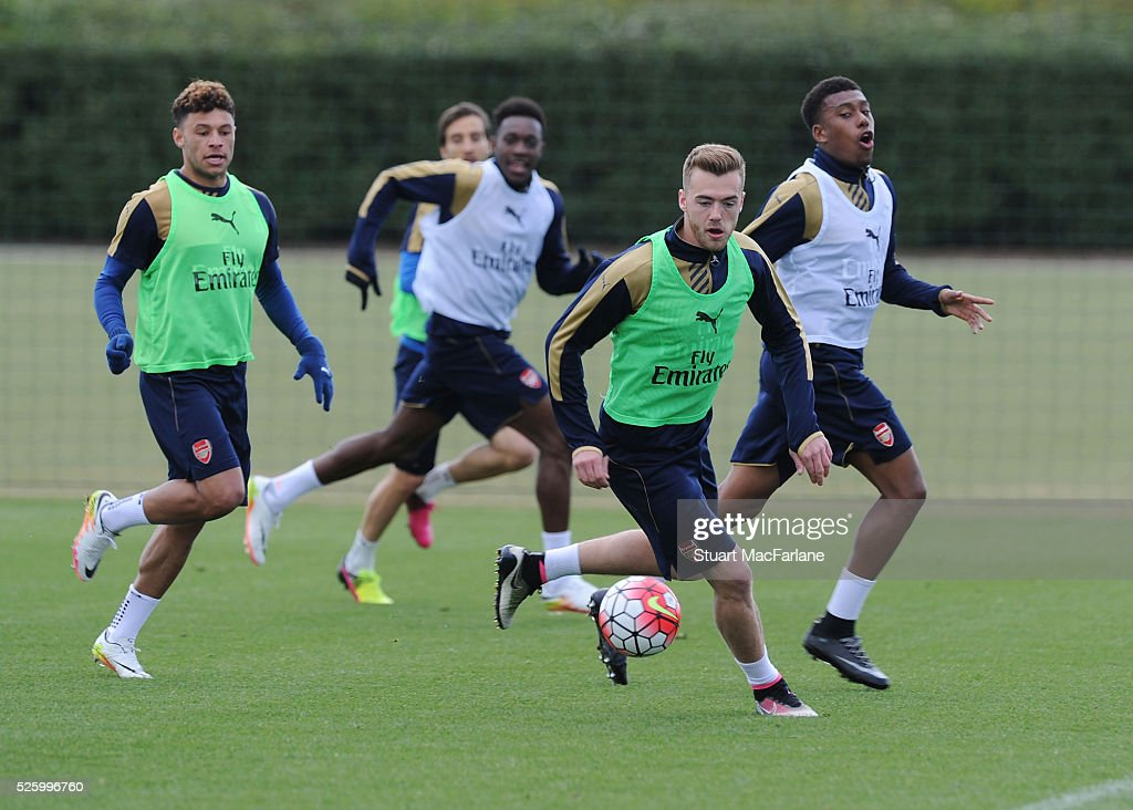 <a gi-track='captionPersonalityLinkClicked' href=/galleries/search?phrase=Alex+Oxlade-Chamberlain&family=editorial&specificpeople=7191518 ng-click='$event.stopPropagation()'>Alex Oxlade-Chamberlain</a> and <a gi-track='captionPersonalityLinkClicked' href=/galleries/search?phrase=Calum+Chambers+-+Soccer+Player&family=editorial&specificpeople=10599271 ng-click='$event.stopPropagation()'>Calum Chambers</a> of Arsenal in action during a training session at London Colney on April 29, 2016 in St Albans, England.
