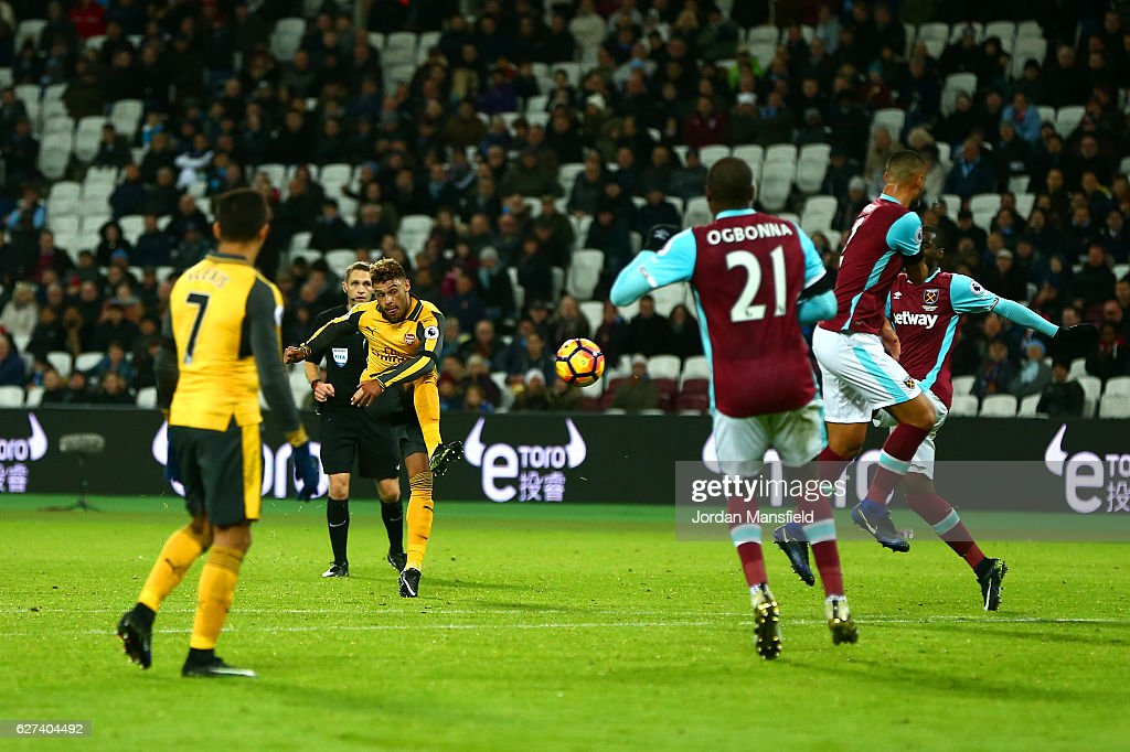 Alex Oxlade-Chamberlain of Arsena scores his team's fourth goal during the Premier League match between West Ham United and Arsenal at London Stadium on December 3, 2016 in London, England.