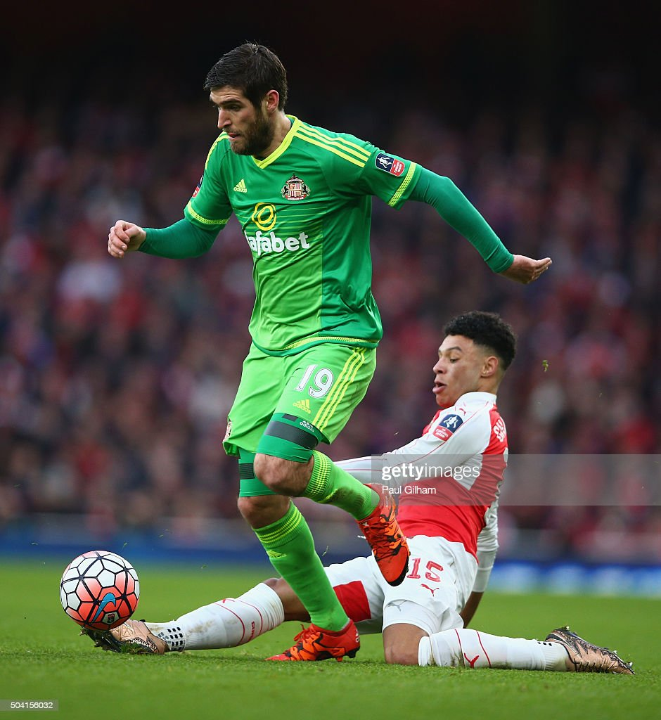 Alex Oxlade-Chamberlain of Arsenal and Danny Graham of Sunderland during the Emirates FA Cup Third Round match bewtween Arsenal and Sunderland at Emirates Stadium on January 9, 2016 in London, England.