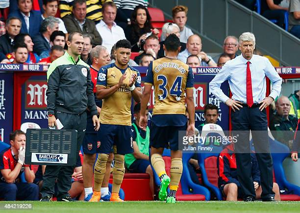 Alex OxladeChamberlain of Arsenal comes on as a substitute for Francis Coquelin of Arsenal as Arsene Wenger manager of Arsenal looks on during the...