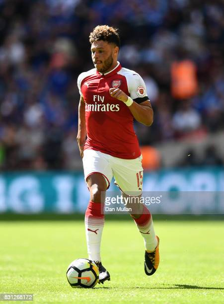 Alex OxladeChamberlain of Arsenal controls the ball during the FA Community Shield between Chelsea and Arsenal at Wembley Stadium on August 6 2017 in...