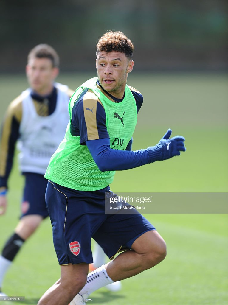 <a gi-track='captionPersonalityLinkClicked' href=/galleries/search?phrase=Alex+Oxlade-Chamberlain&family=editorial&specificpeople=7191518 ng-click='$event.stopPropagation()'>Alex Oxlade-Chamberlain</a> of Arsenal during a training session at London Colney on April 29, 2016 in St Albans, England.