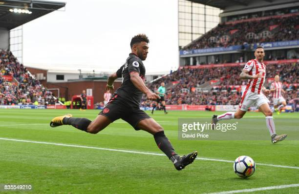 Alex OxladeChamberlain of Arsenal during the Premier League match between Stoke City and Arsenal at Bet365 Stadium on August 19 2017 in Stoke on...
