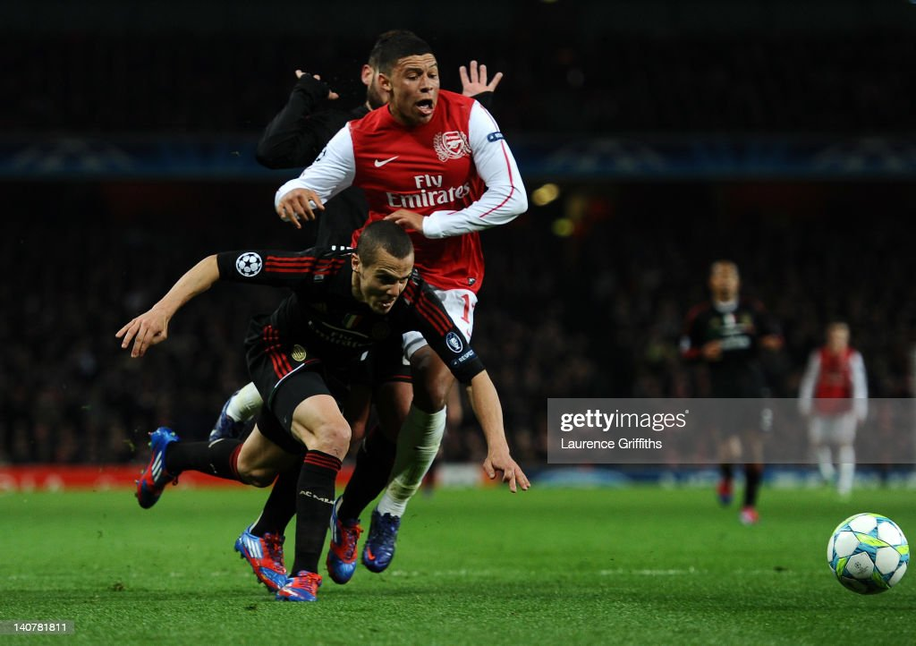 <a gi-track='captionPersonalityLinkClicked' href=/galleries/search?phrase=Alex+Oxlade-Chamberlain&family=editorial&specificpeople=7191518 ng-click='$event.stopPropagation()'>Alex Oxlade-Chamberlain</a> of Arsenal is brought down in the area by <a gi-track='captionPersonalityLinkClicked' href=/galleries/search?phrase=Djamel+Mesbah&family=editorial&specificpeople=6693283 ng-click='$event.stopPropagation()'>Djamel Mesbah</a> of AC Milan to win a penalty during the UEFA Champions League Round of 16 second leg match between Arsenal and AC Milan at Emirates Stadium on March 6, 2012 in London, England.