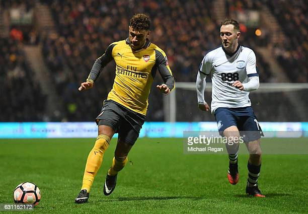 Alex OxladeChamberlain of Arsenal is chased by Aidan McGeady of Preston North End during the Emirates FA Cup Third Round match between Preston North...