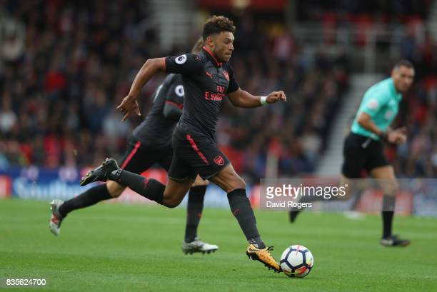 Alex OxladeChamberlain of Arsenal runs with the ball during the Premier League match between Stoke City and Arsenal at Bet365 Stadium on August 19...