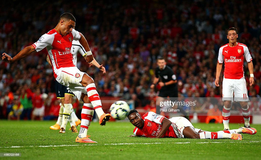Alex Oxlade-Chamberlain of Arsenal scores his team's first goal during the Barclays Premier League match between Arsenal and Tottenham Hotspur at Emirates Stadium on September 27, 2014 in London, England.