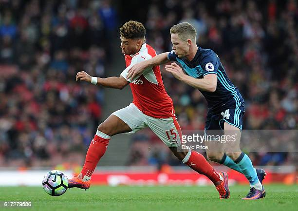 Alex OxladeChamberlain of Arsenal takes on Adam Forshaw of Middlesbrough during the Premier League match between Arsenal and Middlesbrough at...