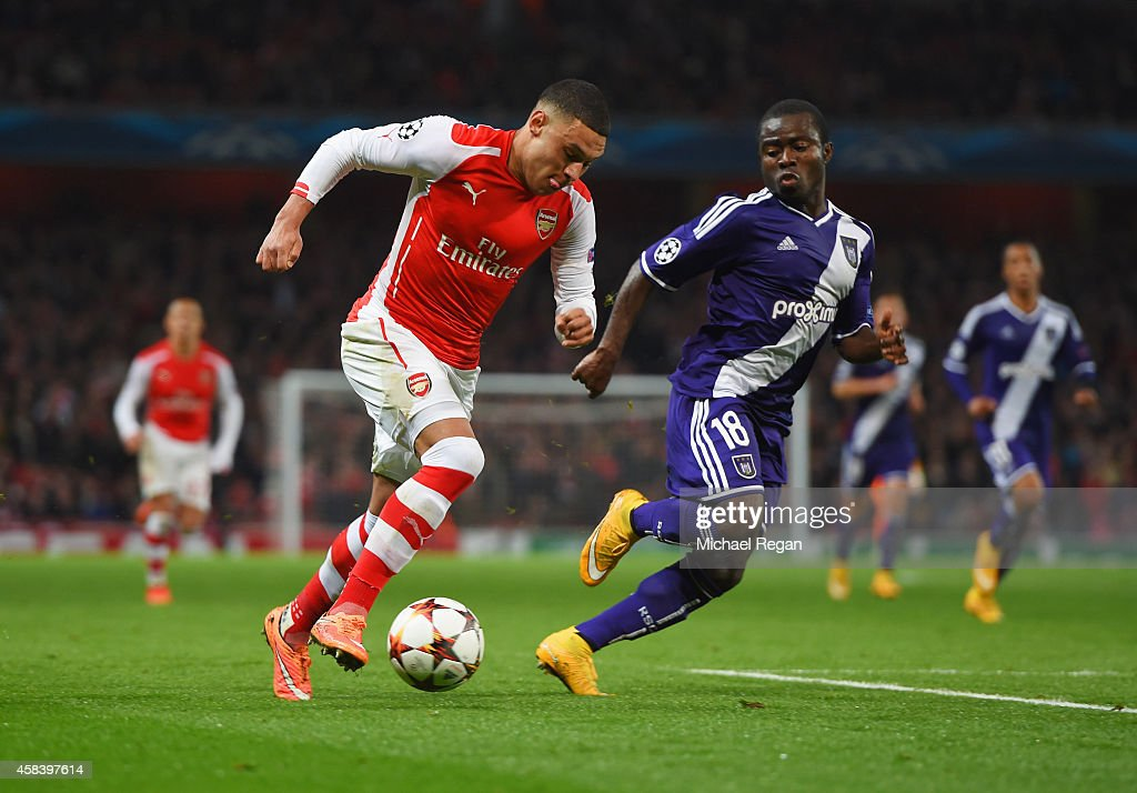Alex OxladeChamberlain of Arsenal takes on Frank Acheampong of Anderlecht during the UEFA Champions League Group D match between Arsenal FC and RSC...