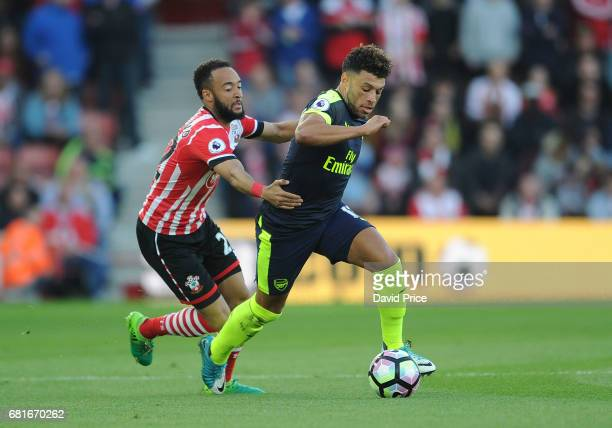 Alex OxladeChamberlain of Arsenal takes on Nathan Redmond of Southampton during the Premier League match between Southampton and Arsenal at St Mary's...