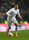 Alex OxladeChamberlain of England runswith the ball during the International Friendly match between Scotland and England at Celtic Park Stadium on...