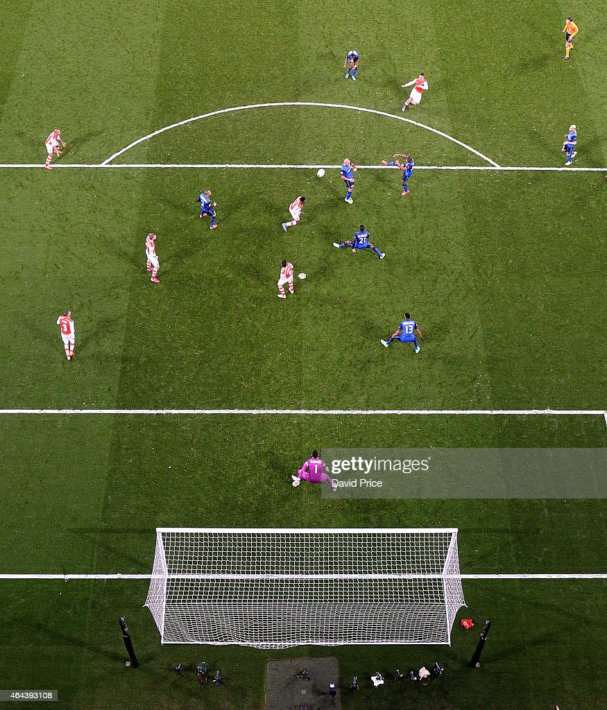 Alex Oxlade-Chamberlain scores Arsenal goal past Danijel Subasic of Monaco during the UEFA Champions League Round of 16 match between Arsenal and Monaco at Emirates Stadium on February 25, 2015 in London, United Kingdom.
