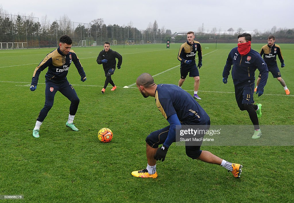 <a gi-track='captionPersonalityLinkClicked' href=/galleries/search?phrase=Alex+Oxlade-Chamberlain&family=editorial&specificpeople=7191518 ng-click='$event.stopPropagation()'>Alex Oxlade-Chamberlain</a>, <a gi-track='captionPersonalityLinkClicked' href=/galleries/search?phrase=Theo+Walcott&family=editorial&specificpeople=451535 ng-click='$event.stopPropagation()'>Theo Walcott</a> and Mesut Ozil of Arsenal during a training session at London Colney on February 13, 2016 in St Albans, England.