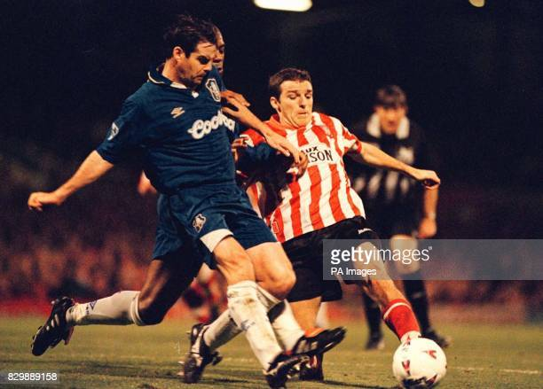 Alex Rae finds his way to goal blocked by Chelsea's Steve Carke during their match at Roker Park today Sunderland beat Chelsea 30 Photo by RUI...