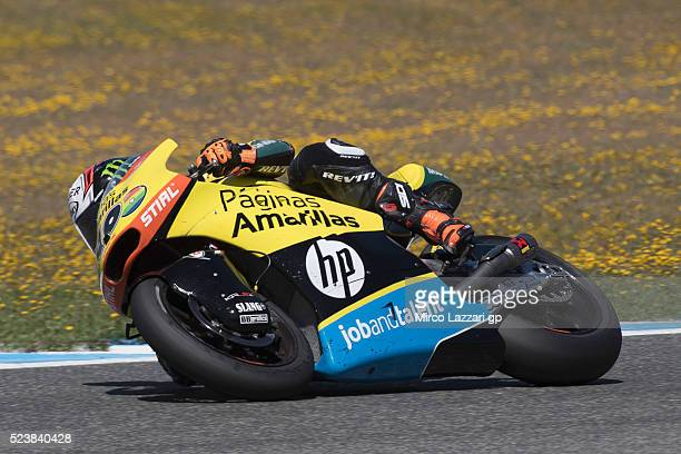 Alex Rins of Spain and Paginas Amarillas HP40 rounds the bend during the Moto2 race during the MotoGp of Spain Race at Circuito de Jerez on April 24...