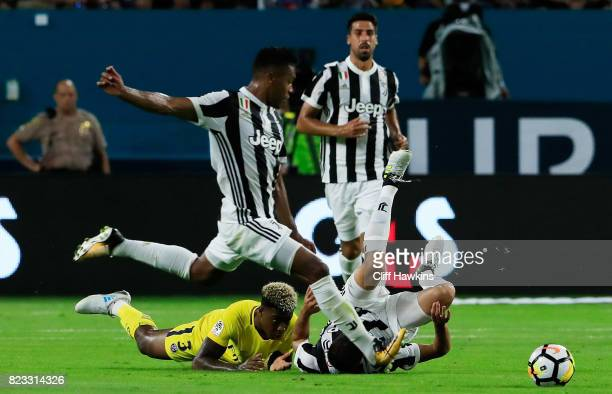 Alex Sandro of Juventus controls the ball as Rodrigo Bentancur of Juventus and Presnel Kimpembe of Paris SaintGermain fall during their International...