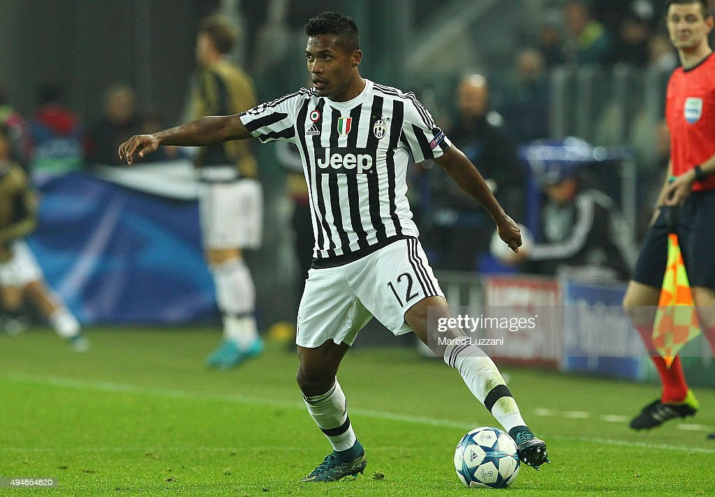 Alex Sandro of Juventus FC in action during the UEFA Champions League group stage match between Juventus and VfL Borussia Moenchengladbach at Juventus Arena on October 21, 2015 in Turin, Italy.