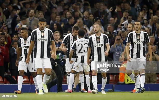 Alex Sandro of Juventus FC Sami Khedira of Juventus FC Mario Mandzukic of Juventus FC Dani Alves of Juventus FC Miralem Pjanic of Juventus FC Gonzalo...