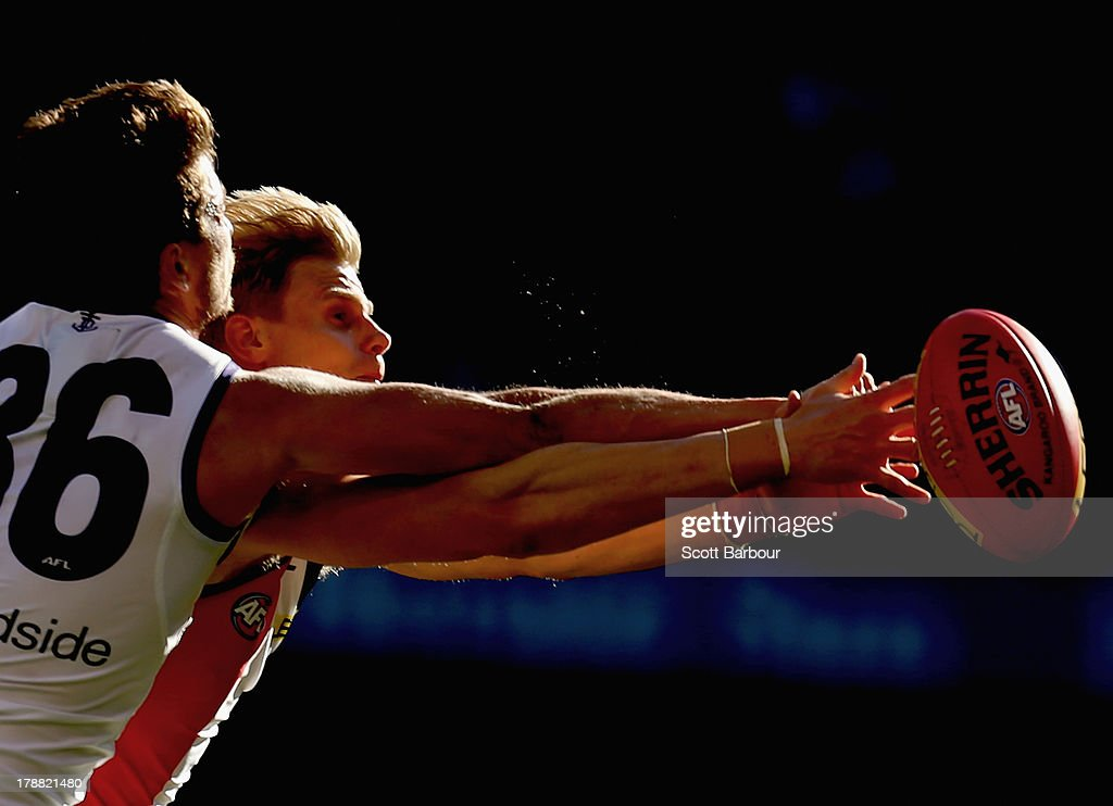 Alex Silvagni of the Dockers and <a gi-track='captionPersonalityLinkClicked' href=/galleries/search?phrase=Nick+Riewoldt&family=editorial&specificpeople=176552 ng-click='$event.stopPropagation()'>Nick Riewoldt</a> of the Saints compete for the ball during the round 23 AFL match between the St Kilda Saints and the Fremantle Dockers at Etihad Stadium on August 31, 2013 in Melbourne, Australia.