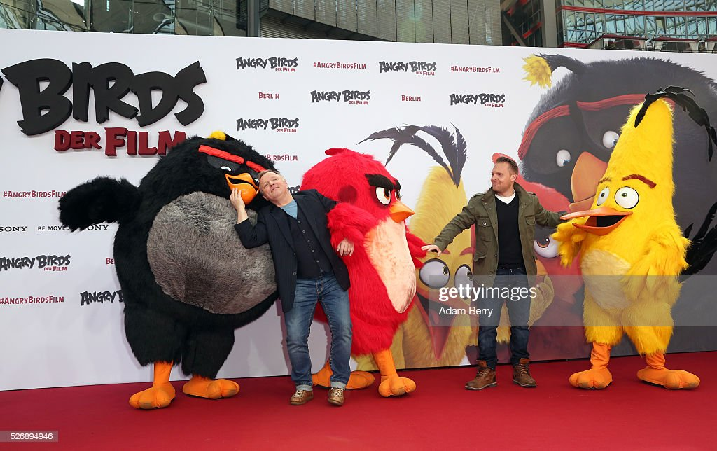 Alex Stein (L) and Alex Prahl attend the premiere of 'Angry Birds - Der Film' on May 01, 2016 in Berlin, Berlin.