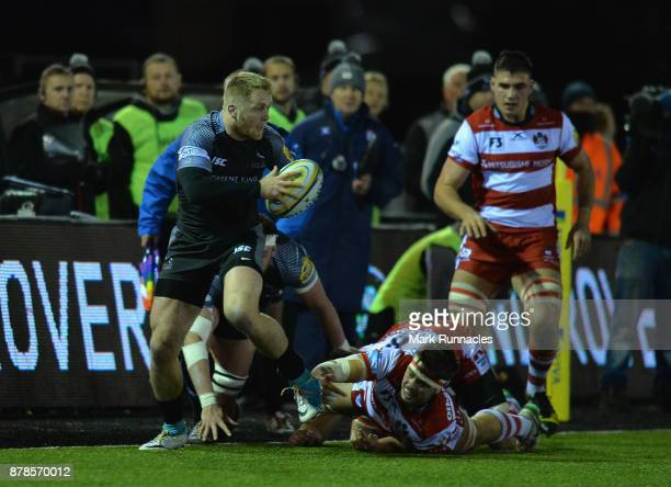 Alex Tait of Newcastle Falcons breaks with the ball during the Aviva Premiership match between Newcastle Falcons and Gloucester Rugby at Kingston...
