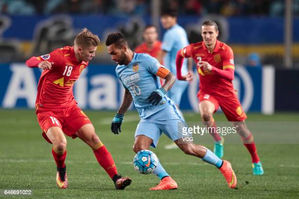 Alex Teixeira of Jiangsu Suning and Riley McGree of Adelaide United vie for the ball during the AFC Champions League 2017 Group H match between...
