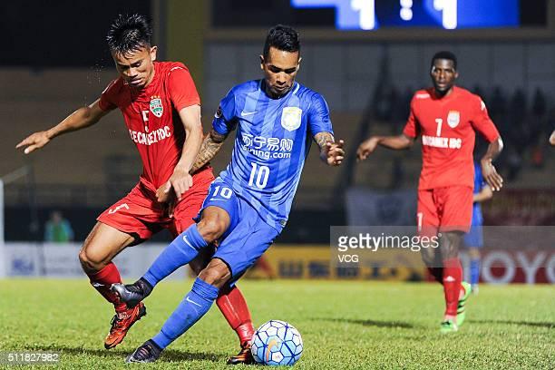 Alex Teixeira of Jiangsu Suning drives the ball during the AFC Champions League Group E match between Becamex Binh Duong and Jiangsu Suning at Binh...