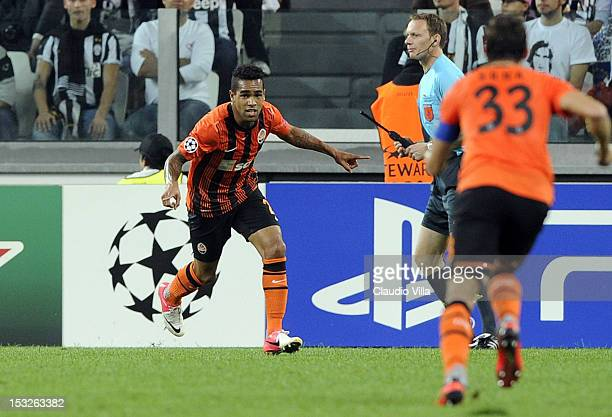 Alex Teixeira of Shakhtar Donetsk celebrates scoring the first goal during the UEFA Champions League Group E match between Juventus FC and Shakhtar...