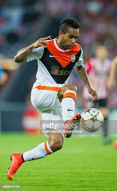 Alex Teixeira of Shakhtar Donetsk controls the ball during the UEFA Champions League Group H match between Athletic Club and Shakhtar Donetsk at San...