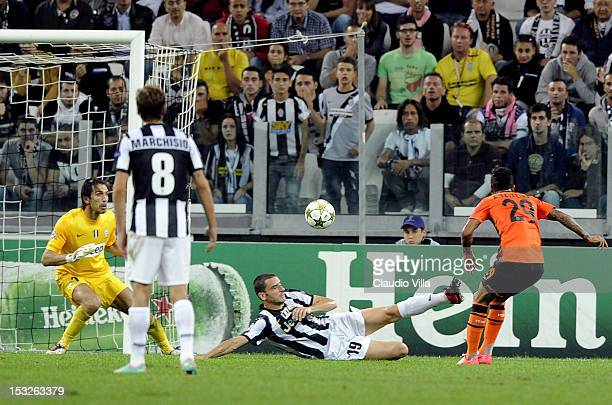 Alex Teixeira of Shakhtar Donetsk scores the first goal during the UEFA Champions League Group E match between Juventus FC and Shakhtar Donetsk at...