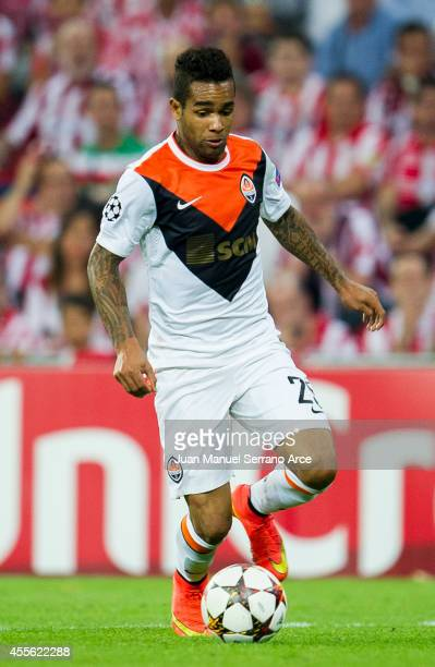 Alex Teixeira ofÊShakhtar DonetskÊcontrols the ball during the UEFA Champions League Group H match between Athletic Club and Shakhtar DonetskÊat San...