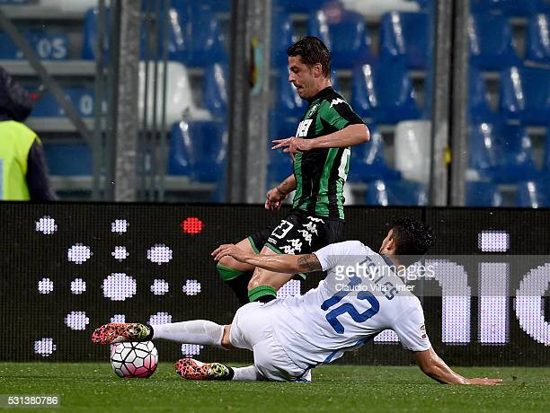Alex Telles of FC Internazionale and Marcello Gazzola of US Sassuolo Calcio compete for the ball during the Serie A match between US Sassuolo Calcio...